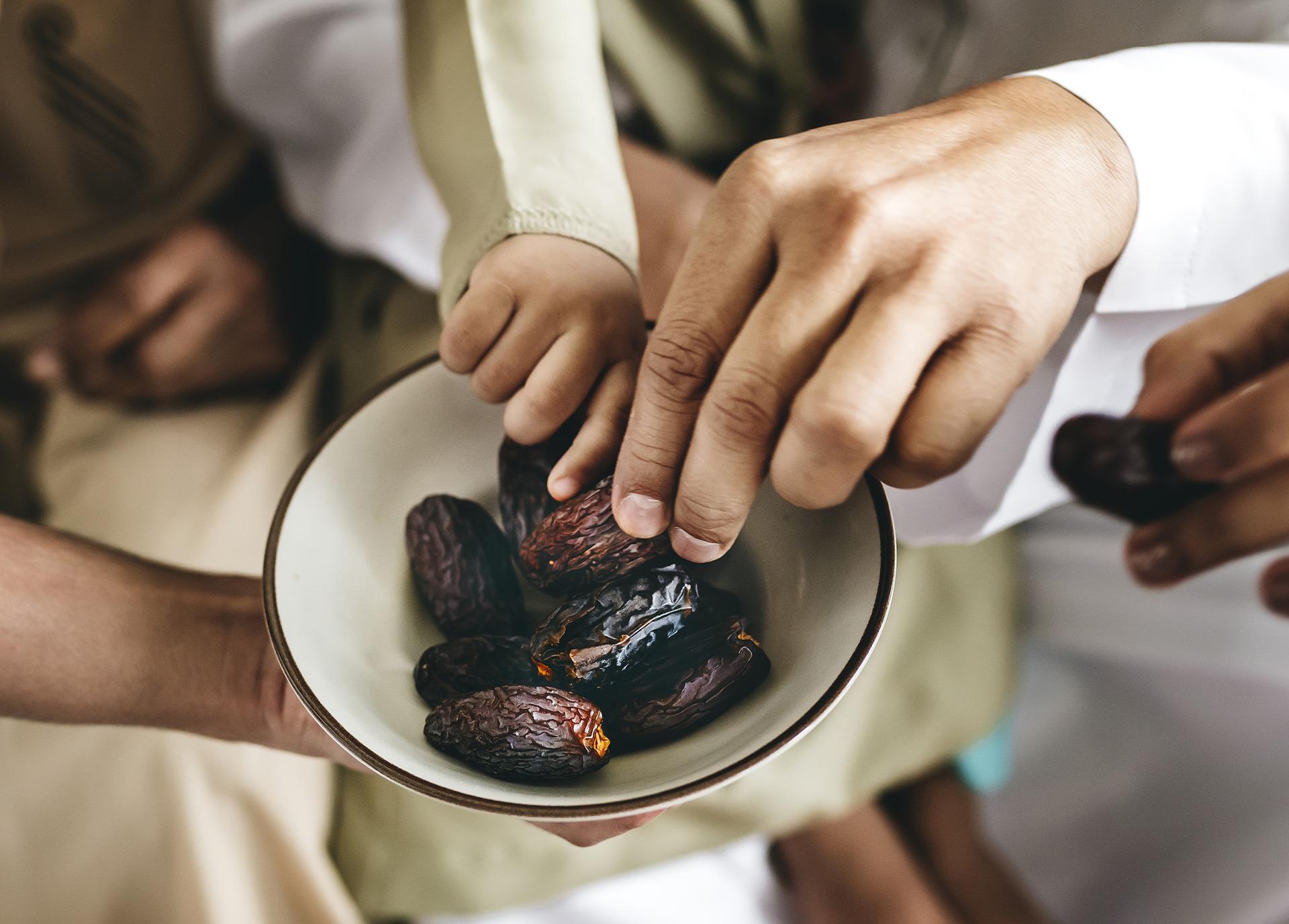 Los dátiles grandes beneficios en pequeños frutos