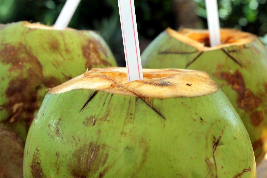 Agua de coco lista para beber