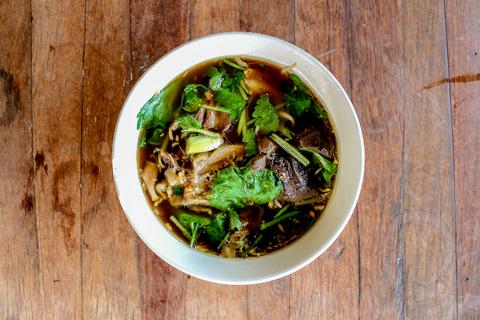 sopa tailandesa con col y coco